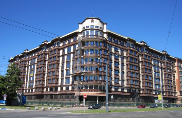 Multipurpose center with the in-door parking on Vasilievsky Island (Nalichnaya str., 28)